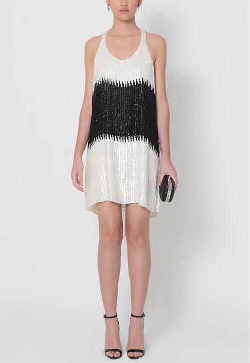 vestido-copacabana-curto-camisetao-em-paetes-perola-e-preto