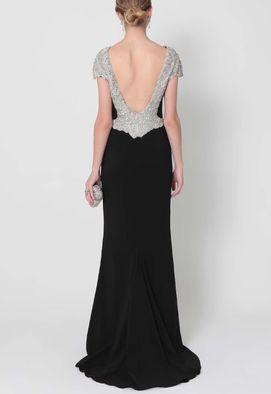 vestido-kika-longo-com-cauda-e-decote-nas-costas-powerlook-preto