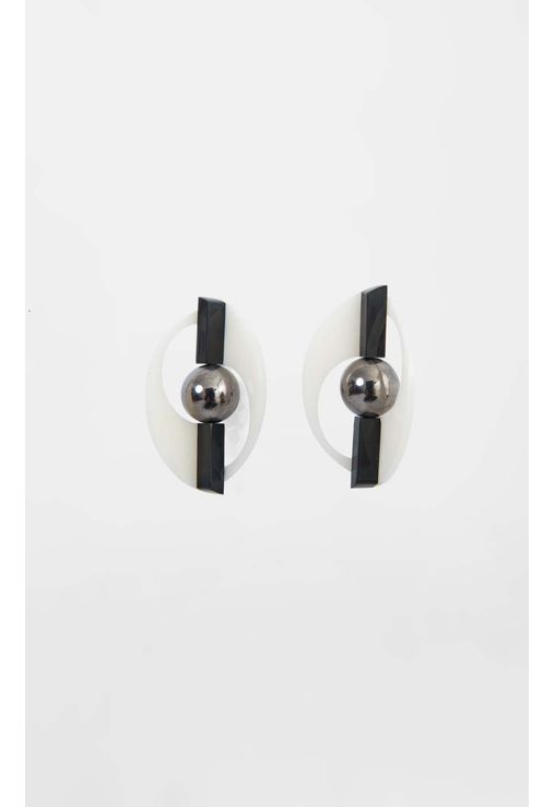 brinco-oval-preto-e-branco-aramez