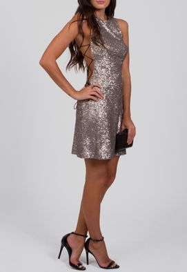 vestido-hilary-curto-de-paetes-com-abertura-na-lateral-carina-duek-prata