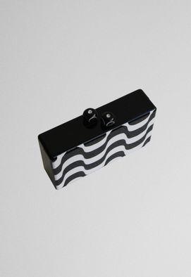 clutch-copacabana-preta-e-branca-de-acrilico-powerlook