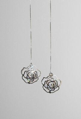 brinco-pendente-comprido-rosas-prata-powerlook