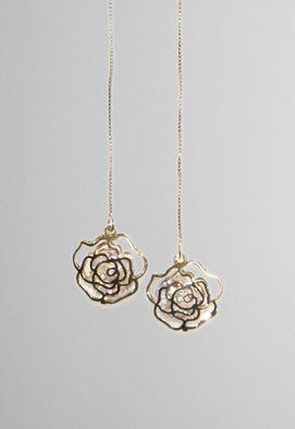 brinco-pendente-comprido-rosas-dourado-powerlook