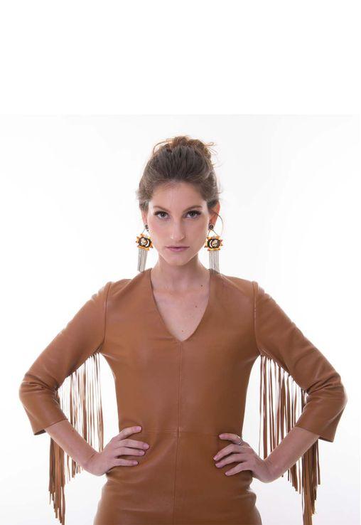 vestido-camel-curto-de-couro-com-franjas-allek-caramelo