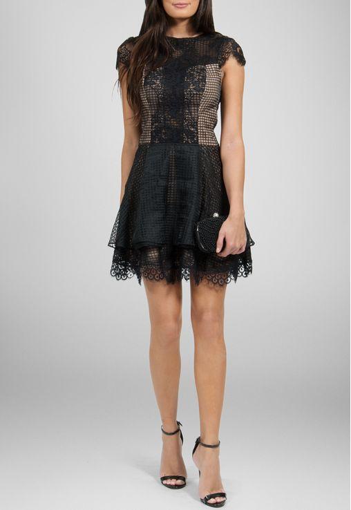 f816b72a77 vestido-lila-curto-preto-de-renda-e-transparencia-