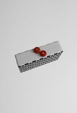clutch-ipanema-preta-e-branca-de-acrilico-powerlook